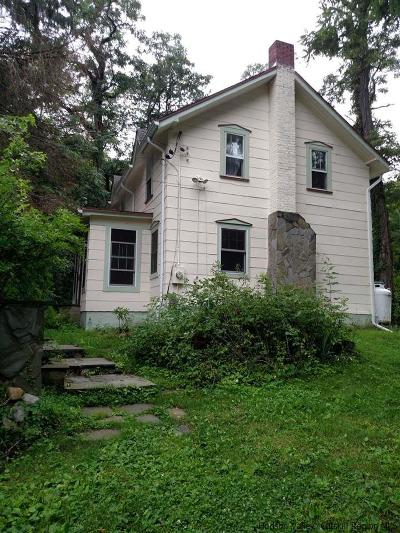 Single Family Home Accepted Offer Cts: 38 Lily Lake Road