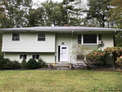 Woodstock Single Family Home For Sale: 109 N Simmons Drive