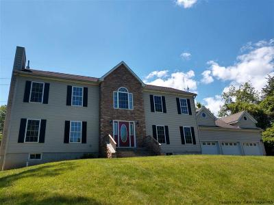Kingston Single Family Home For Sale: 401 Country Club Lane