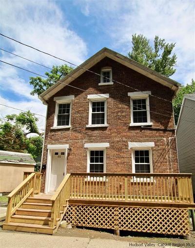 Kingston Single Family Home For Sale: 82 Yeomans Street