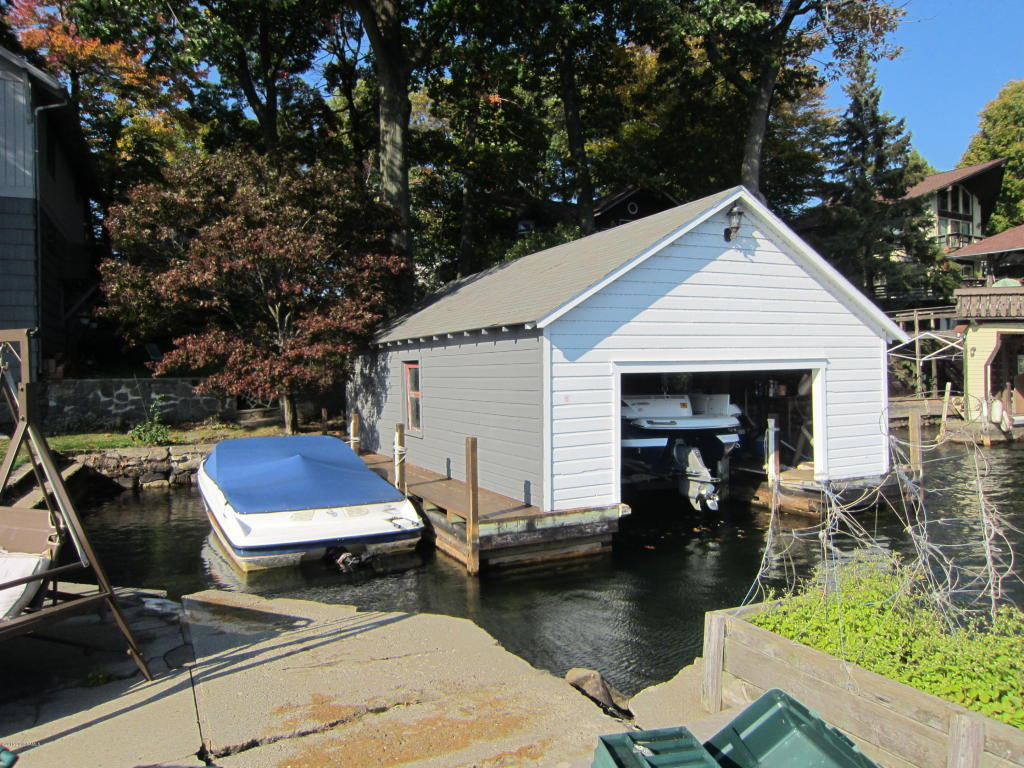 meet cleverdale singles Harbor master 40′ houseboat – twin inboard, generator, a/c, full remodel + new rib dinghy.