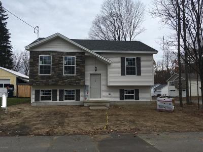 Glens Falls Single Family Home For Sale: 64 Bush Street