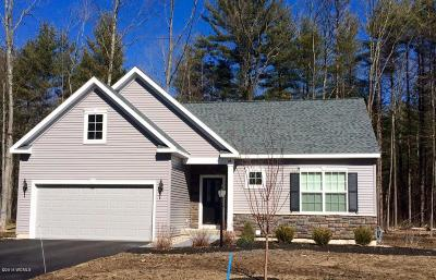 South Glens Falls Vlg NY Single Family Home For Sale: $265,900