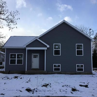 Glens Falls Single Family Home For Sale: 82 Peck Avenue