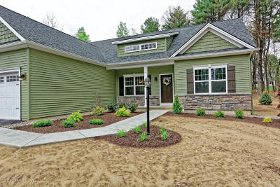 Queensbury Single Family Home For Sale: 42 Devin Court