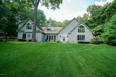 Queensbury Single Family Home For Sale: 20 Fox Hollow Lane