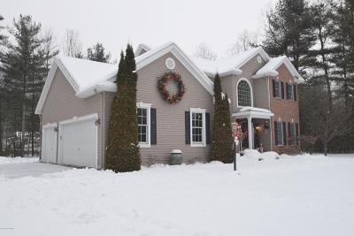 Queensbury Single Family Home For Sale: 13 Noble Way