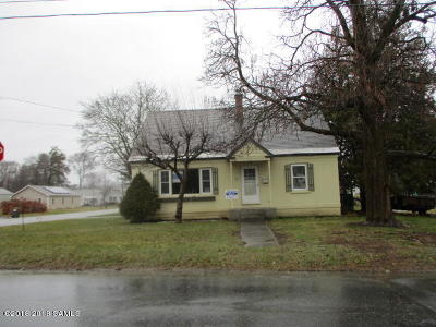 South Glens Falls Vlg NY Single Family Home For Sale: $141,100