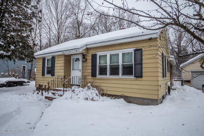 Moreau Single Family Home For Sale: 244 Ferry Boulevard