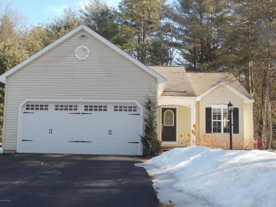 Queensbury Single Family Home For Sale: 17 Kettles Way
