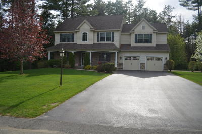 Queensbury Single Family Home For Sale: 22 Essex Court