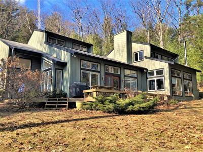 Single Family Home For Sale: 71 Olde Coach Road