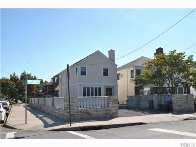 Single Family Home Sold: 3214 Ampere Avenue