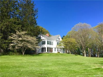 Dutchess County Single Family Home For Sale: 925 Old Quaker Hill Road