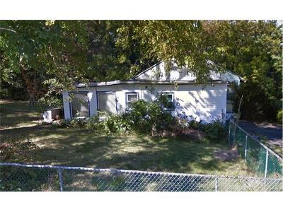 White Plains Single Family Home For Sale: 22 Tomahawk Drive