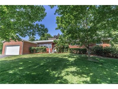Goshen Single Family Home For Sale: 28 Hilltop Drive