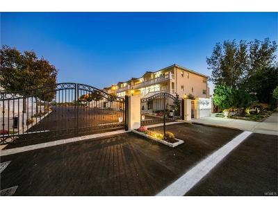 Multi Family 2-4 For Sale: 262 Zerega Avenue