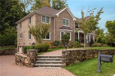 New Rochelle Single Family Home For Sale: 1 Cambridge Court