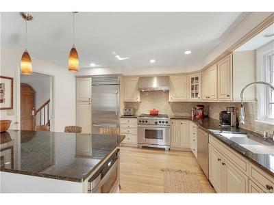 Westchester County Single Family Home For Sale: 40 Deerfield Road