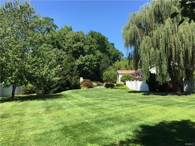 Westchester County Single Family Home For Sale: 15 Quaker Bridge Road