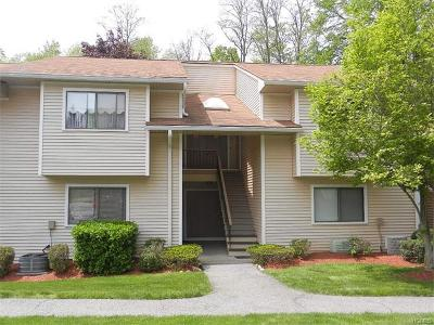 Yorktown Heights Condo/Townhouse For Sale: 95 Molly Pitcher Lane #J