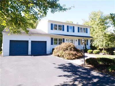 Single Family Home For Sale: 7 Seneca Court