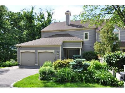 Scarsdale Condo/Townhouse For Sale: 164 Boulder Ridge Road #164