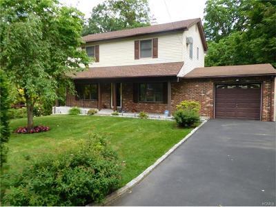 White Plains Single Family Home For Sale: 17 Tomahawk Drive