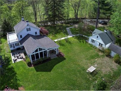 pawling Single Family Home For Sale: 2 Quaker Lake Road