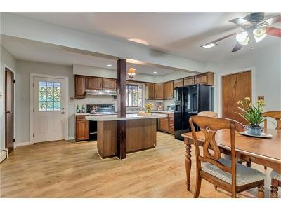 Monroe Single Family Home For Sale: 41 Cromwell Hill Road