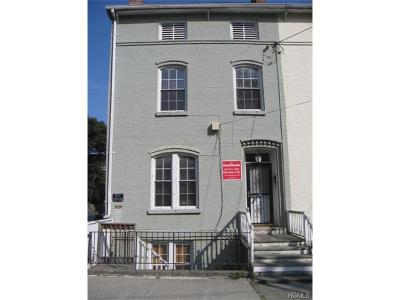 Single Family Home Sold: 71 Lander Street