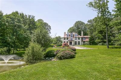 Westchester County Single Family Home For Sale: 25 Carolyn Place