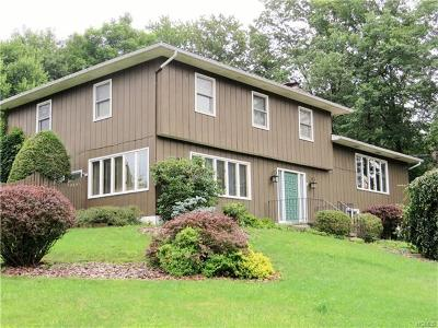 Goshen Single Family Home For Sale: 14 Camelot Drive