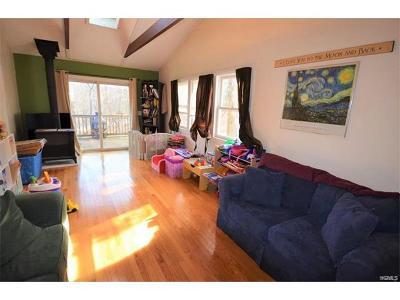 Warwick Single Family Home For Sale: 4 Seminole Drive