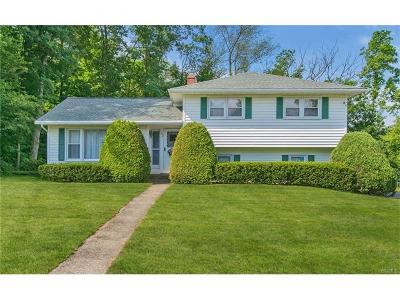 Middletown Single Family Home For Sale: 52 Loch Lomond