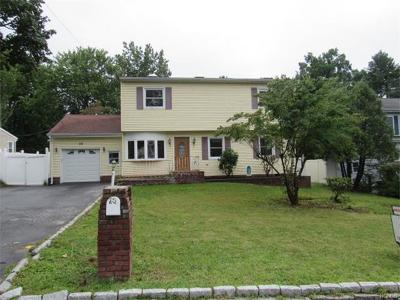 White Plains Single Family Home For Sale: 28 Tomahawk Drive