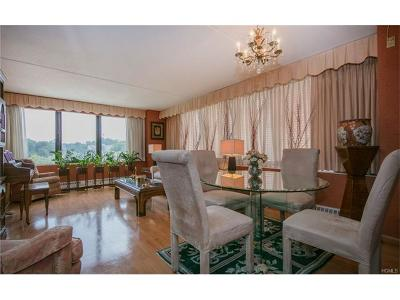 White Plains Condo/Townhouse For Sale: 4 Martine Avenue #416