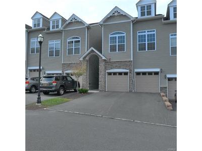 New Windsor Condo/Townhouse For Sale: 911 Hawthorn Way