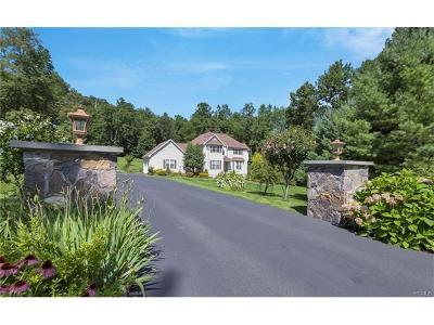 Carmel Single Family Home For Sale: 80 Pennebrook Lane