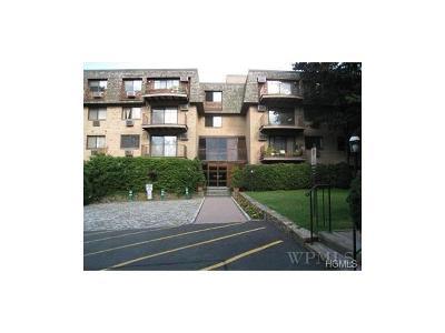 Scarsdale Condo/Townhouse For Sale: 500 Central Park Avenue #136