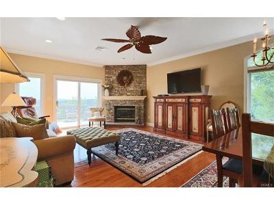 Somers Condo/Townhouse For Sale: 889 Heritage Hills Drive