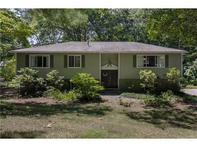 Newburgh Single Family Home For Sale: 724 Dogwood Hills Terrace
