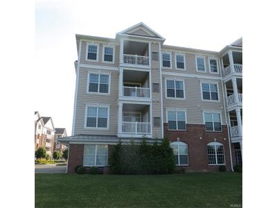 Fishkill Condo/Townhouse For Sale: 724 Regency Drive