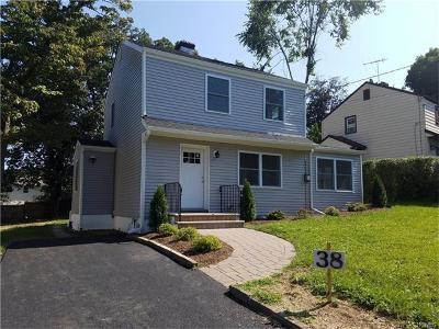 White Plains Single Family Home For Sale: 38 Greenvale Circle