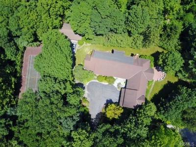 Westchester County Single Family Home For Sale: 2 Ironwood Lane