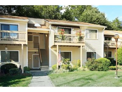 Yorktown Heights Condo/Townhouse For Sale: 96 Molly Pitcher #B