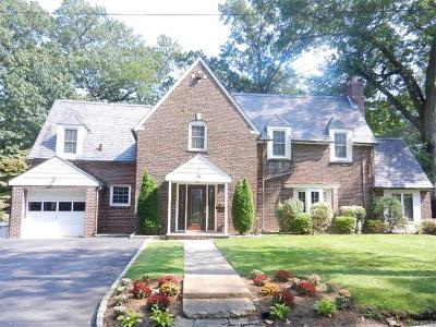 Yonkers Single Family Home For Sale: 74 Chester Drive