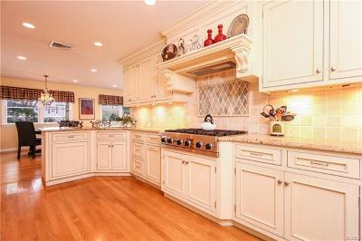 Scarsdale NY Single Family Home For Sale: $1,650,000
