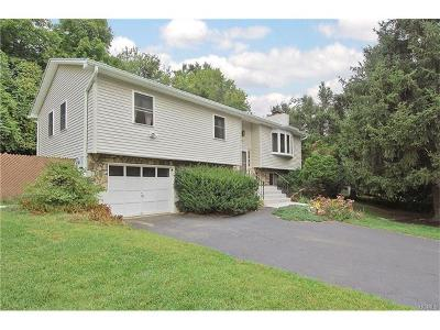Fishkill Single Family Home For Sale: 25 Westview Drive