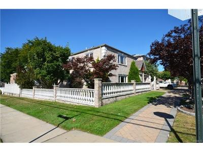 Multi Family 2-4 For Sale: 1103 Clarence Avenue